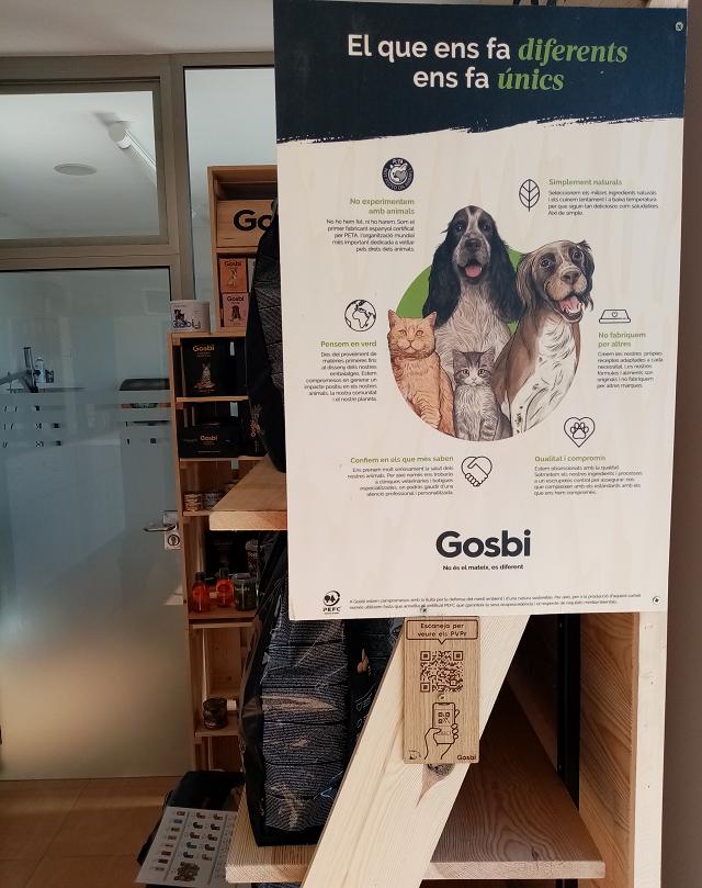 A la Clínica Veterinària de l'Ebre trobareu un cartell de Gosbi on explica la seva filosofia i a sota un codi QR, que mitjançant el vostre mòbil us portarà a la web on veureu les característiques dels seus productes i els preus.